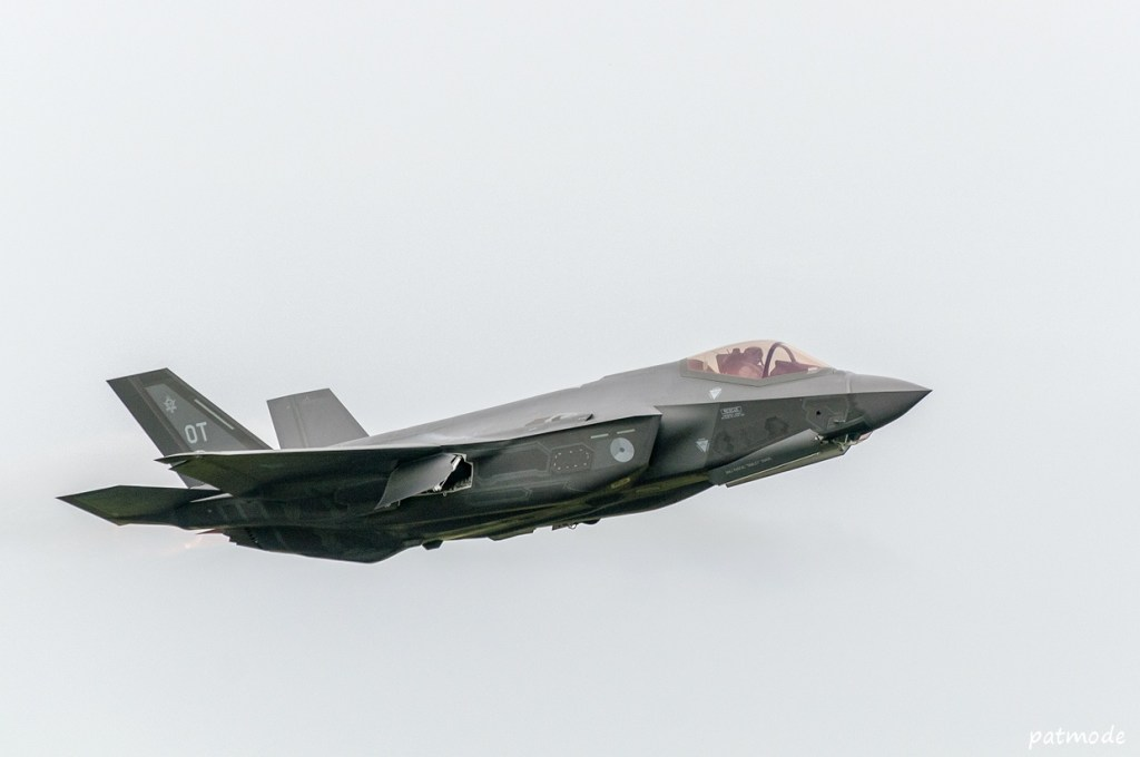 F-35 néerlandais en vol. Il s'agit d'une version de test, l'appareil n'étant pas encore opérationnel en raison des retards du programme.