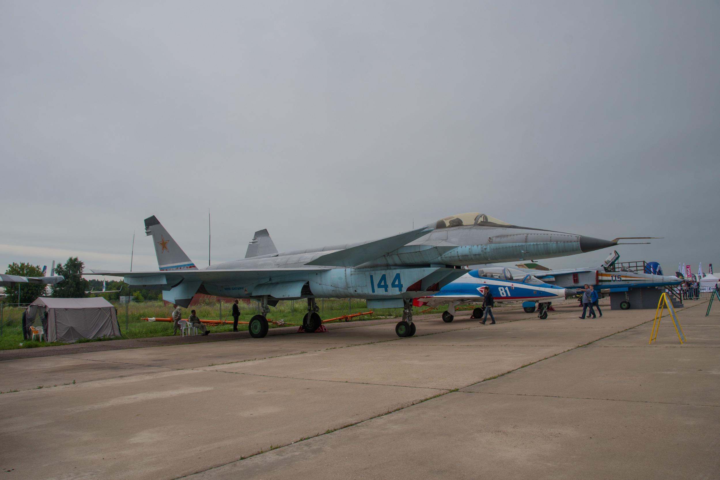 """MiG 1.44  """"Flatpack"""", 144 bleu"""