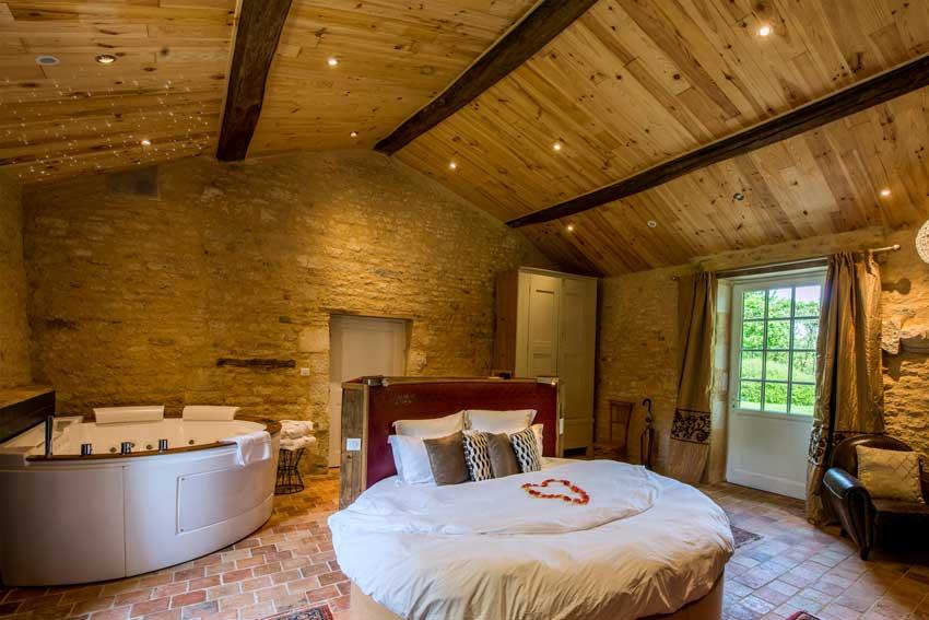 Chambre avec jacuzzi privatif dans la chambre  Prs de La Rochelle