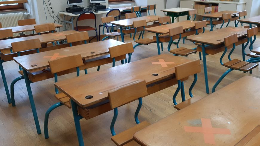 2100 classes fermées officiellement