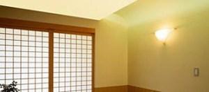 jak vymalovat nízký strop