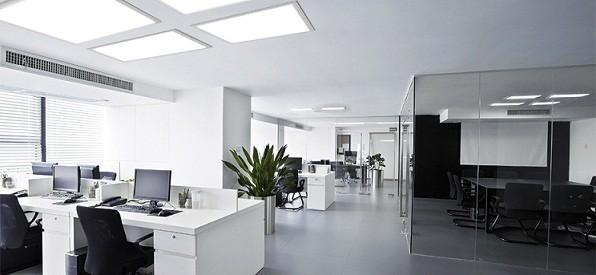 Třetí kvartál 2013 přinesl na trh s kancelářemi mírné výkyvy