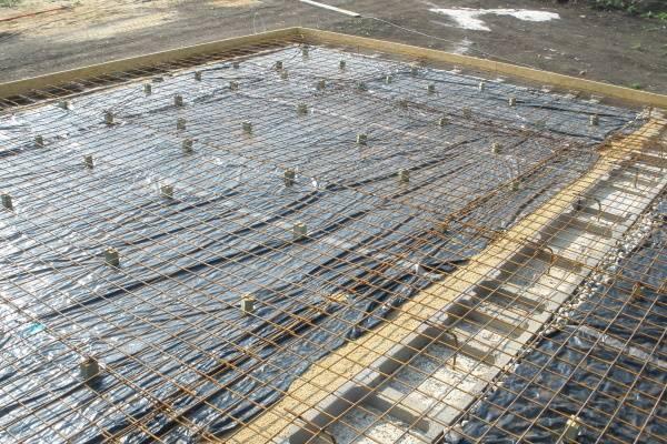 Základová deska: Kvalita jejího provedení je rozhodující pro další vývoj stavby