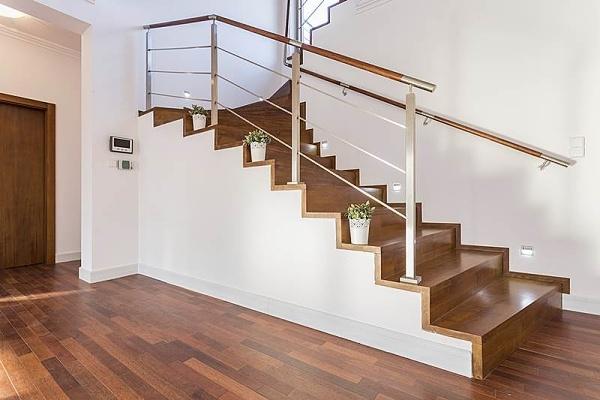 Jak osvětlit schodiště