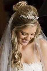 penteados de casamento com flores 16