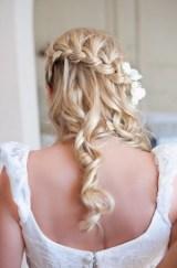 penteados de casamento com flores 17