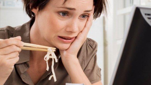 É sempre bom fazer as refeições num ambiente tranquilo e silencioso. Assim, se pode prestar mais atenção no que se come e na própria mastigação. Comer em frente ao computador ou em frente à alimentação faz com que você coma mais que o desejado.