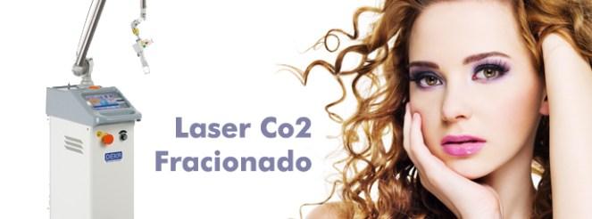 O uso do laser pode ser aplicado em ambas as fases das estrias, tanto a branca como a vermelha. Na fase avermelhada, ele fecha os vasos sanguíneos de tamanho pequeno, estimulando a produção de colágeno na área afetada, diminuindo o tamanho das estrias e dando uma aspecto mais natural à pele. Na fase esbranquiçada, o laser ajuda a formar o colágeno mas agora diminuindo a largura das estrias, preenchendo-as. O laser de CO2. É contra-indicado o seu uso em grávidas, pacientes sensíveis à luz ou com históricos de problemas com cicatrização. Quanto o laser é usado juntamente com a aplicação de cremes, os resultados são melhores.