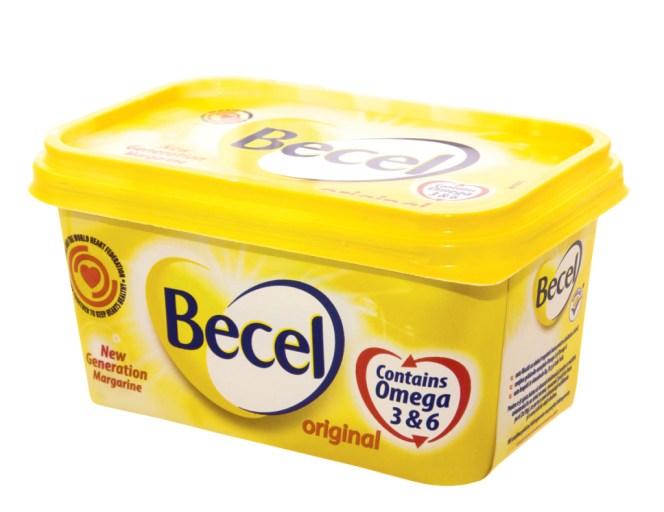 Não esqueça jamais: açúcar refinado e margarina são os dois maiores venenos que existem. Manteiga e leite de vaca também devem se cortados. Produtos industrializados nem pensar. E muito menos álcool.