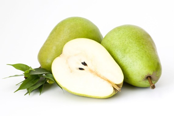 Essa fruta oferece até 15 por cento das fibras necessárias ao dia e a maior parte delas está na casca. Estudos apontam que o seu consumo é baixo em calorias e ajuda a perder o peso.