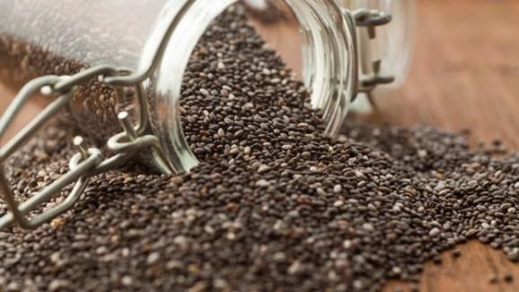 A semente mexicana que ganhou fama no Brasil é umas das melhores opções para o café-da-manhã.Além das fibras, ela produz uma espécie de gel no estômago que prolonga a saciedade. E ela tem mais proteínas que o arroz, flocos de milho, trigo e até da famosa aveia. Também tem potássio, cálcio, fósforo, magnésio, ferro e ômega-3. Como o sabor é leve, recomenda-se misturá-la em sucos, vitaminas e iogurtes.