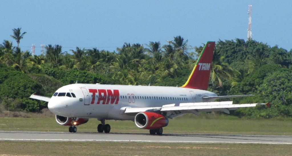707a4d871b LIBERAR o uso de CELULAR em AVIÕES AIR-BUS da TAM é correto  – Saulo ...