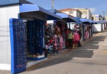Prefeitura de Carapicuíba realoca ambulantes em novos boxes