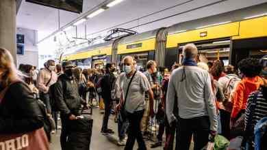 Photo of Confusão nos transportes do Porto e Lisboa: passageiros desafiam regras da DGS