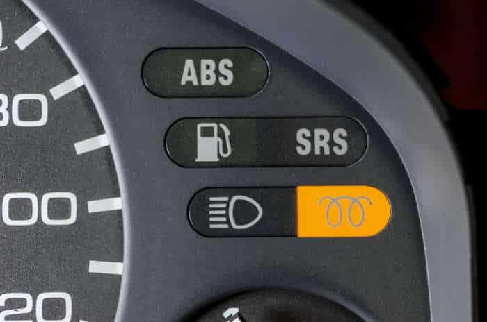 11-29 O que significam as luzes de aviso no painel do carro?