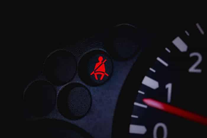 27-29 O que significam as luzes de aviso no painel do carro?