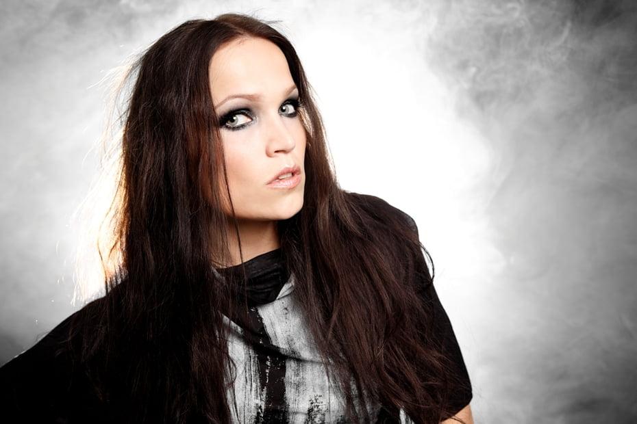"""Tarja: A musa finlandesa volta ao Brasil para a turnê de encerramento do álbum """"Colours in the dark"""""""