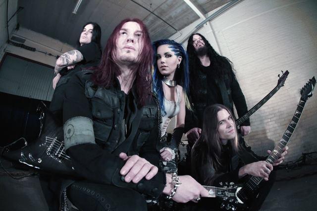 """Arch Enemy: """"me chutaram do The Agonist quando falei dos novos compromissos"""", diz Alissa White-Gluz"""