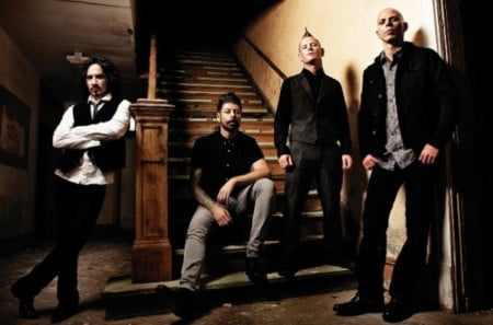 "Stone Sour: lyric video para a faixa ""The House of Gold & Bones"""