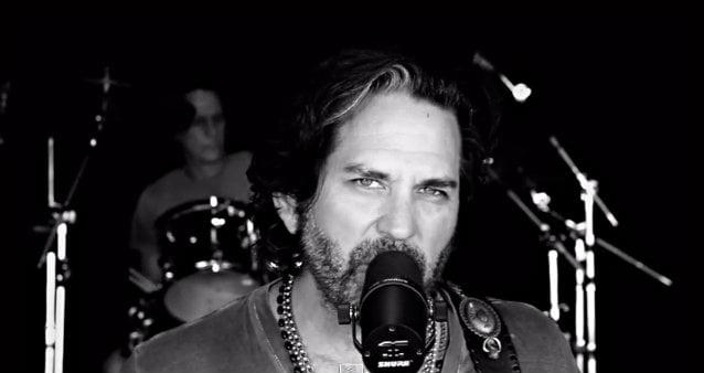 "Winger: vídeo de ""Midnight Driver of a Love Machine"" liberado"