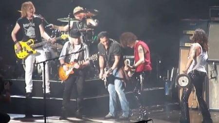 Aerosmith: ator Johnny Depp toca com a banda durante show em Mansfield