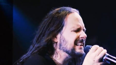 "Korn: banda lança clipe ao vivo para a faixa ""Hater"""