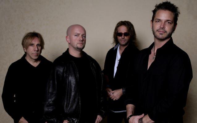 Saville Row: banda paralela de baterista do Tesla lança primeiro disco