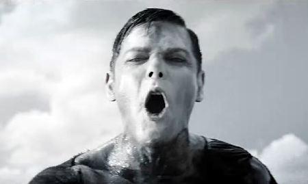 """Richard Kruspe no clipe de Eat You Alive"""" (Foto: divulgação)"""