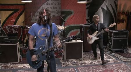 """Foo Fighters: ouça o novo single, """"Something from Nothing"""""""