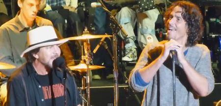 Eddie Vedder e Chris Cornell  tocam Temple of God em evento beneficente