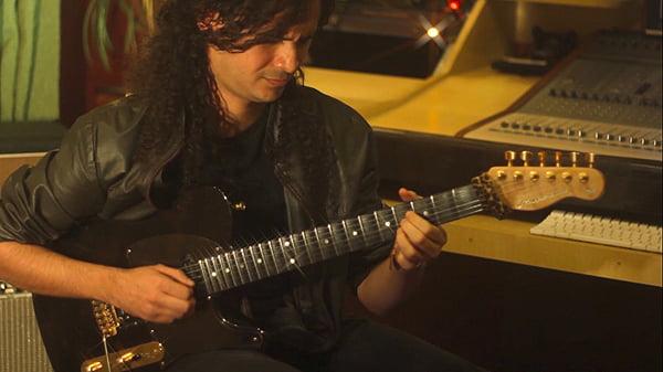"Guitarrista alagoano Laion Roberto interpreta ""Mr. Scary"" da banda Dokken"