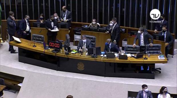 Resultado de imagem para Por 364 votos a 130, Câmara decide manter na prisão o deputado Daniel Silveira