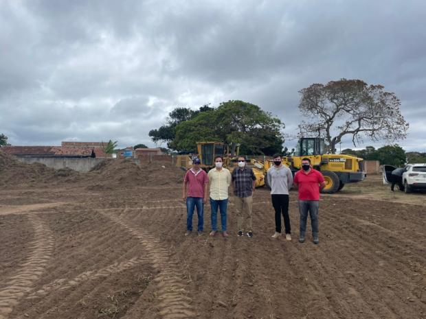 48183A2D B56D 46EB 8370 092B983E660D - Tião Gomes acompanha início do programa Tá na Mesa em Bananeiras e visita obras ao lado do prefeito