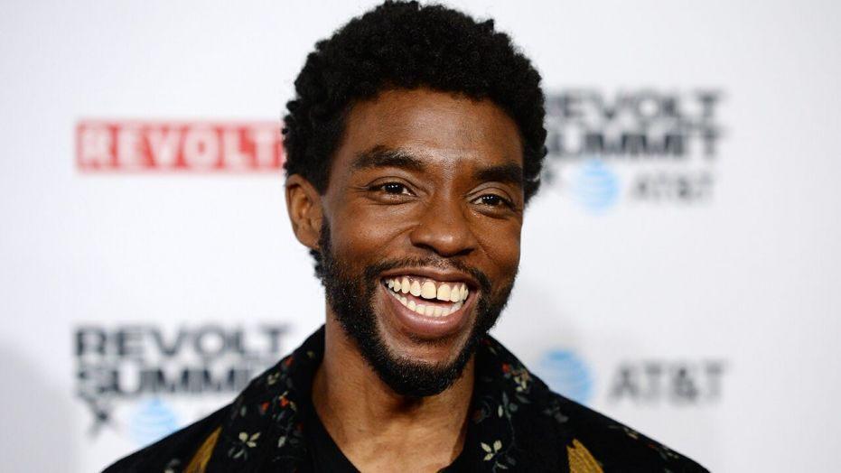 Chadwick Boseman, ator protagonista de Pantera Negra, faleceu nessa noite (28/08), aos 42 anos, vítima de câncer de cólon.