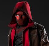 Capuz Vermelho é descrito como um assassino sanguinário com sede de vingança e será interpretado por Curran Walters, que vive Jason Todd na série.