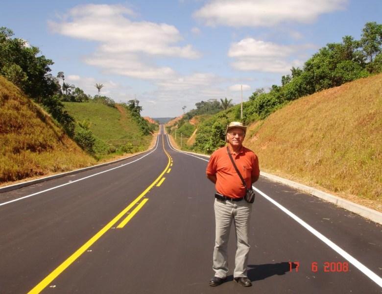 Salvador de Almeida, um homem que ajudou a integrar o Acre, passeia na estrada eterna