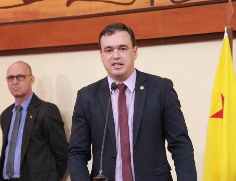 Daniel Zen quer explicações sobre as constantes viagens do governo e do vice-governador no Brasil e no exterior