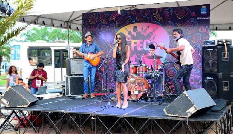 Etapa universitária do Festival Estudantil da Canção promove cultura, no Lago do Amor