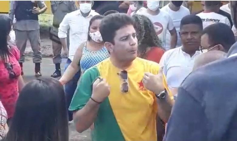 Em Mâncio Lima, Gladson Cameli perde a estribeira, grita com mulher na frente dos filhos e declara apoio à reeleição de prefeito petista