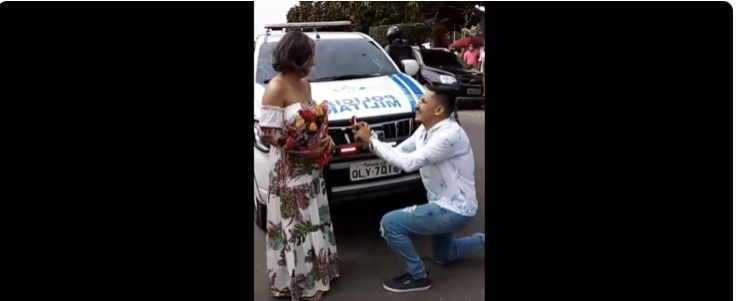 Polícia ajuda noivo apaixonado a fazer pedido de casamento em Mâncio Lima; assista