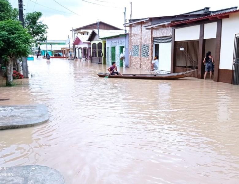 Vídeo: Repórter Railton Rodrigues manda imagem de Tarauacá submersa