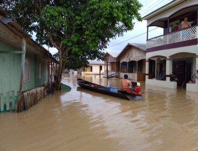 Rio Tarauacá transborda e deixa mais da metade da cidade alagada