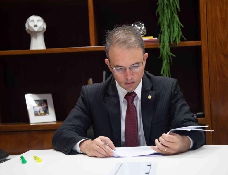 Leo de Brito ingressa com ação no STF contra censura a professores feita pelo governo Bolsonaro