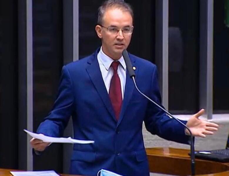 Leo de Brito diz não a privatização da Eletrobras