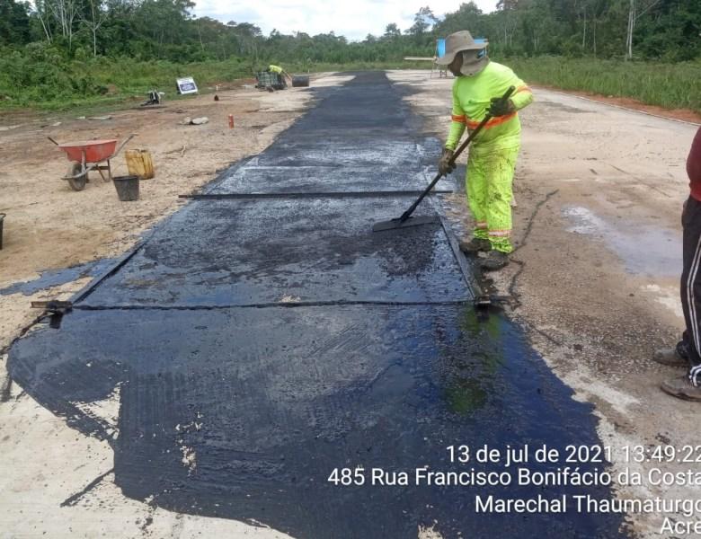 Trabalho de recuperação da pista do aeroporto de Marechal Thaumaturgo é denunciado por Edvaldo Magalhães