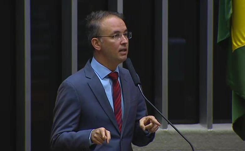 """""""Não podemos permitir que a corrupção tome conta do nosso estado, é intolerável"""", disse Leo de Brito em pronunciamento na Câmara dos Deputados"""