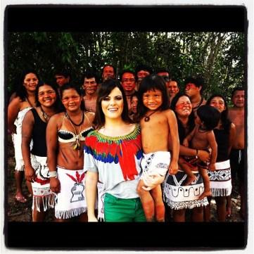 Ana Paula valadão com os indios