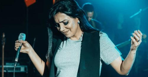 Cantora gospel Eyshila responde fã após críticas a Bolsonaro.