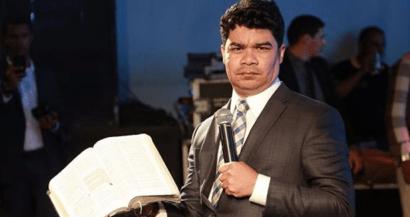 Samuel Mariano é confrontado por seguidora após criticar gospel.