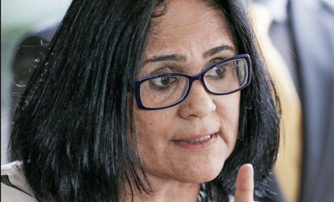 """Ministra Damares Alves é alvo de reportagem do """"Fantástico""""."""